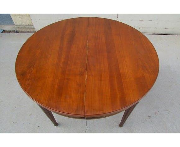 Table ronde ouvrante sur 3 allonges, 12 personnes