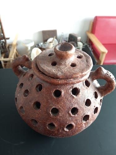 Pot en terre-cuite avec couvercle