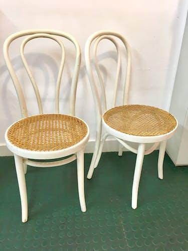 Paire de chaises bistrot cannées blanches