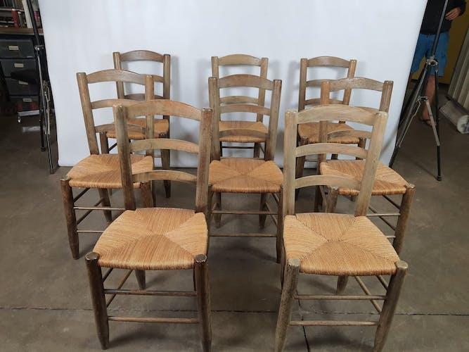 Suite de huit chaises