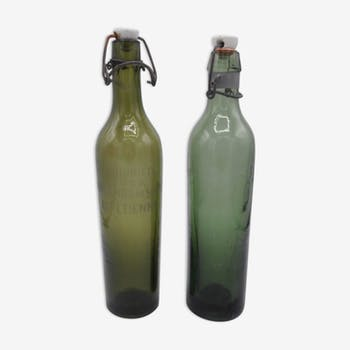 Paire de bouteilles anciennes