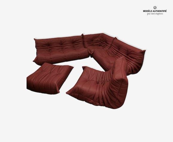 """Set de canapé """"Togo"""" en cuir rouge par Michel Ducaroy pour Ligne Roset"""