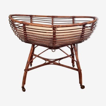 Basket rattan in a block on castors with mattress