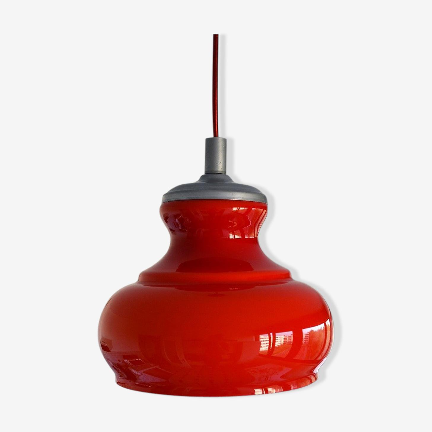 Suspension opaline rouge 1960s
