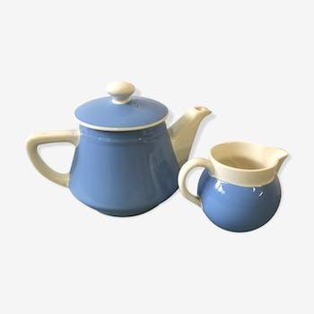 Set teapot and milk jug