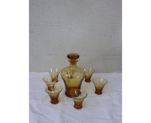 Yellow glass liquor set, chiseled floral motifs vintage 1940/50