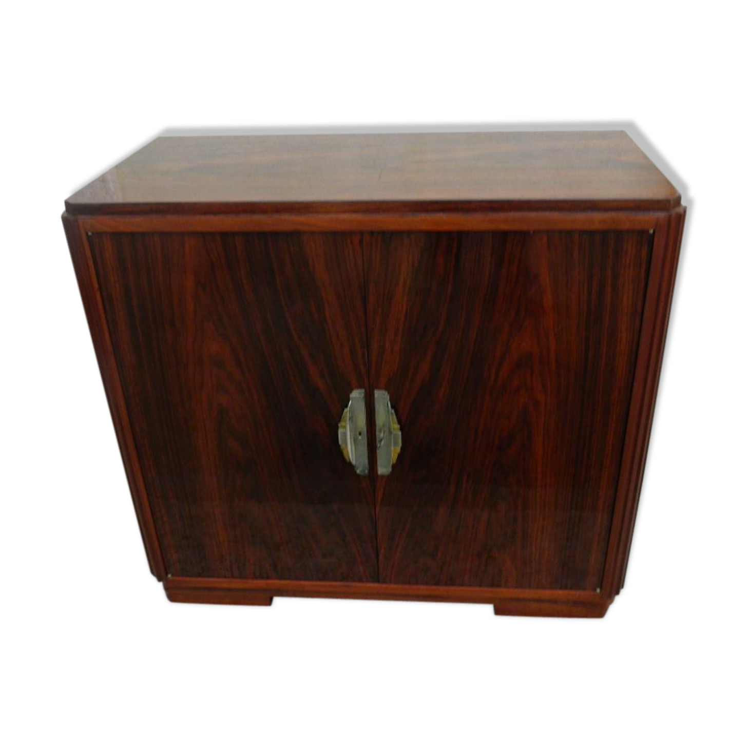 Meuble bar original good meuble bar sur roulettes en bois for Meuble tv original