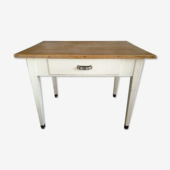 Table de cuisine en sapin