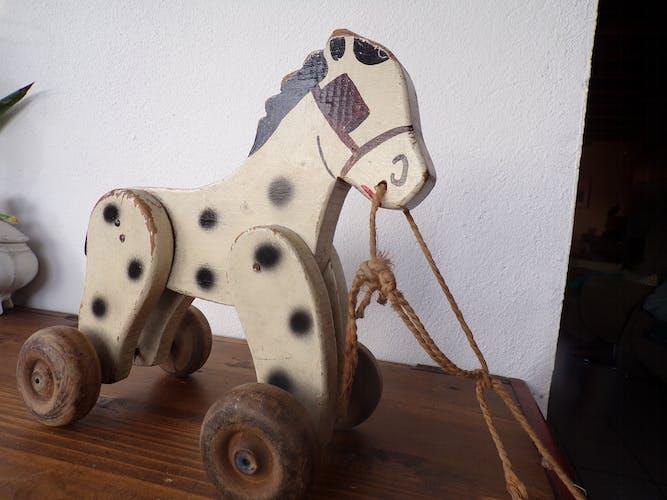 Jouet cheval en bois