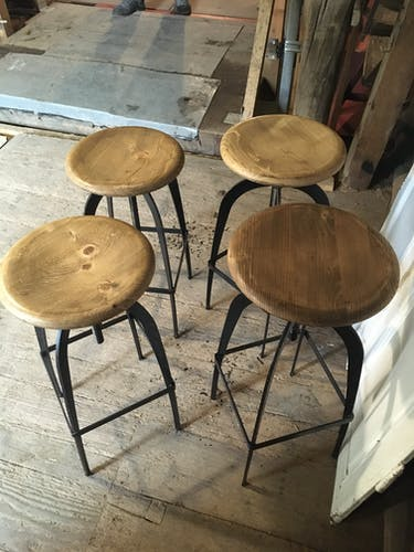 Lot de 4 tabourets de bar industriels