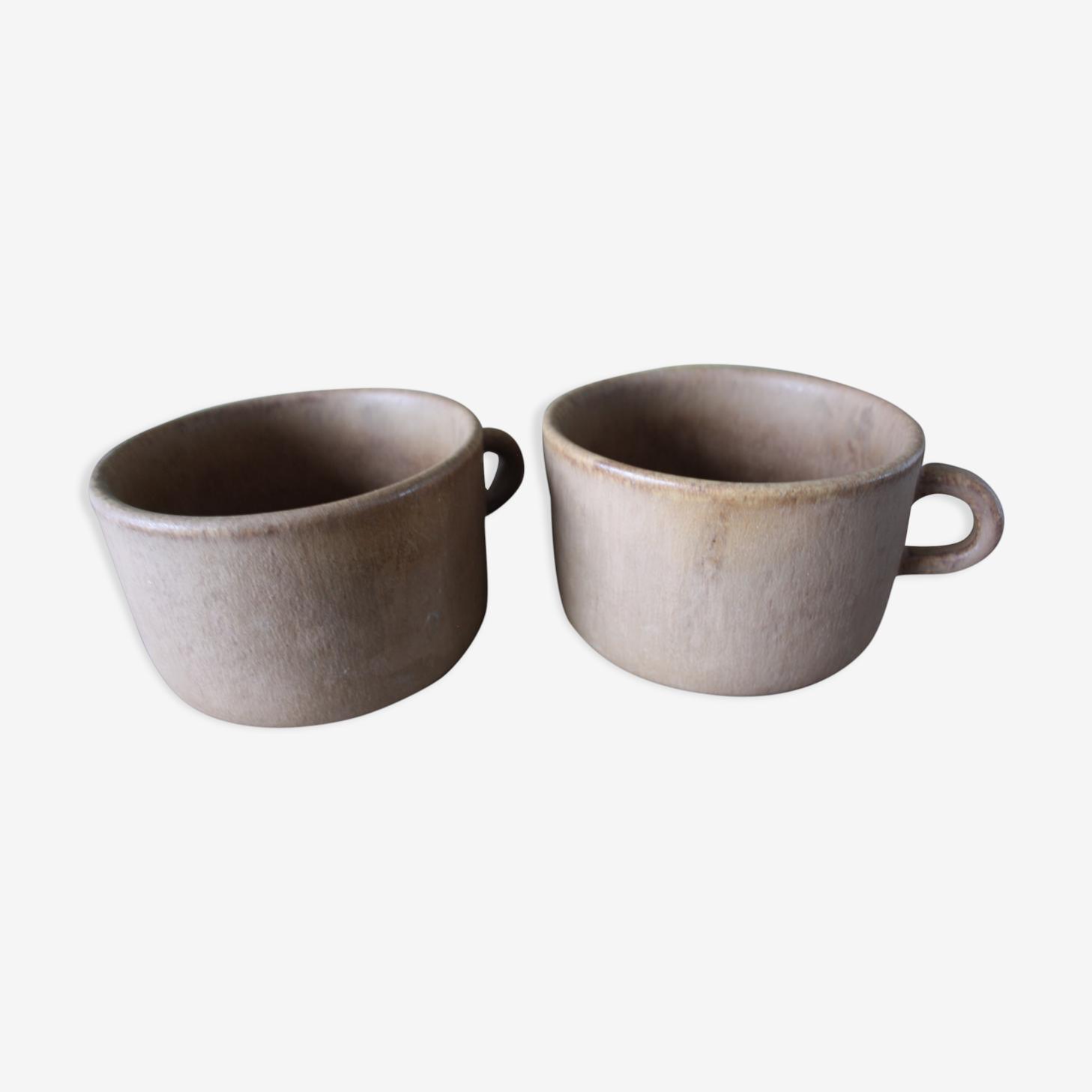 Pair of stoneware mugs