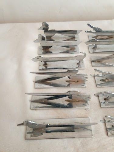 Série de 12 portes-couteaux animaliers signés Yorel Art déco