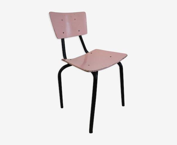 Chaise d'école rose