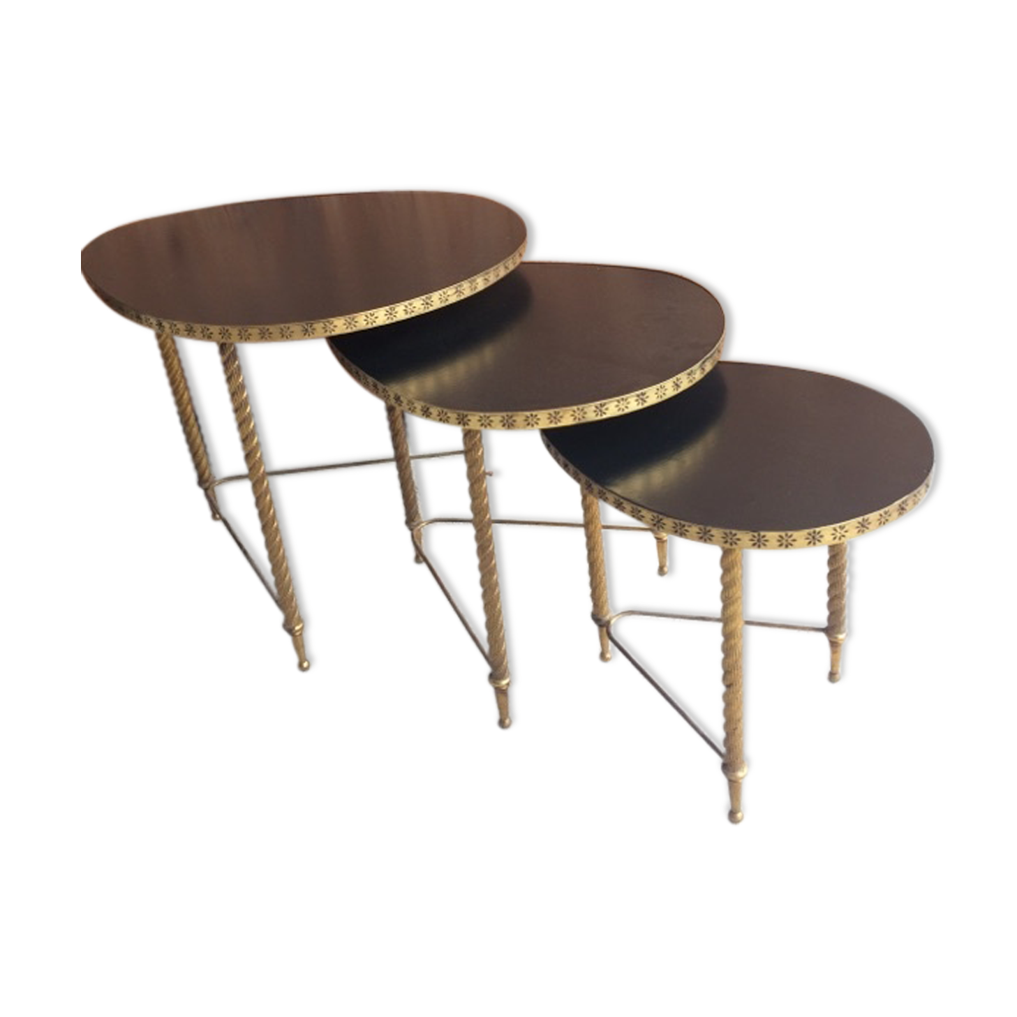 tables gigognes bois table gigogne en bois set de tables gigognes en bois massif madagascar. Black Bedroom Furniture Sets. Home Design Ideas