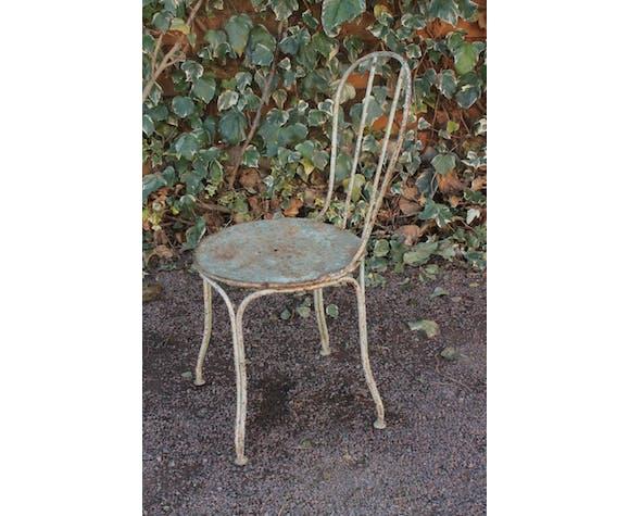 Ancienne chaise de jardin en fer
