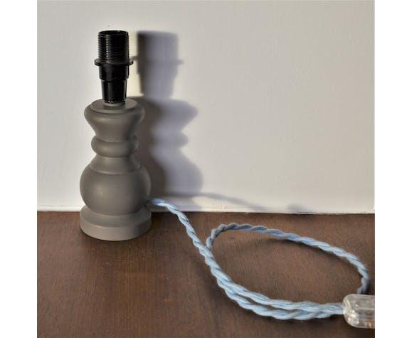 Pied de lampe en bois tourné coloris galet