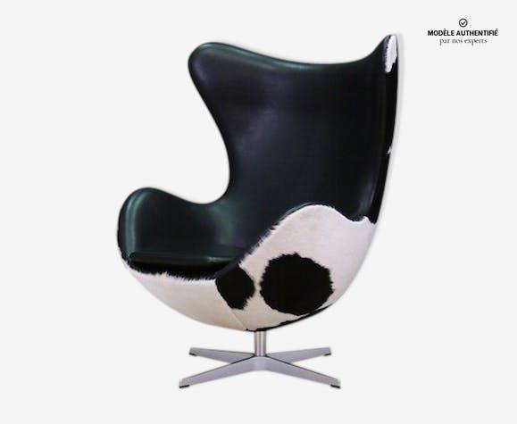 Fauteuil The Egg en cuir de vache par Arne Jacobsen