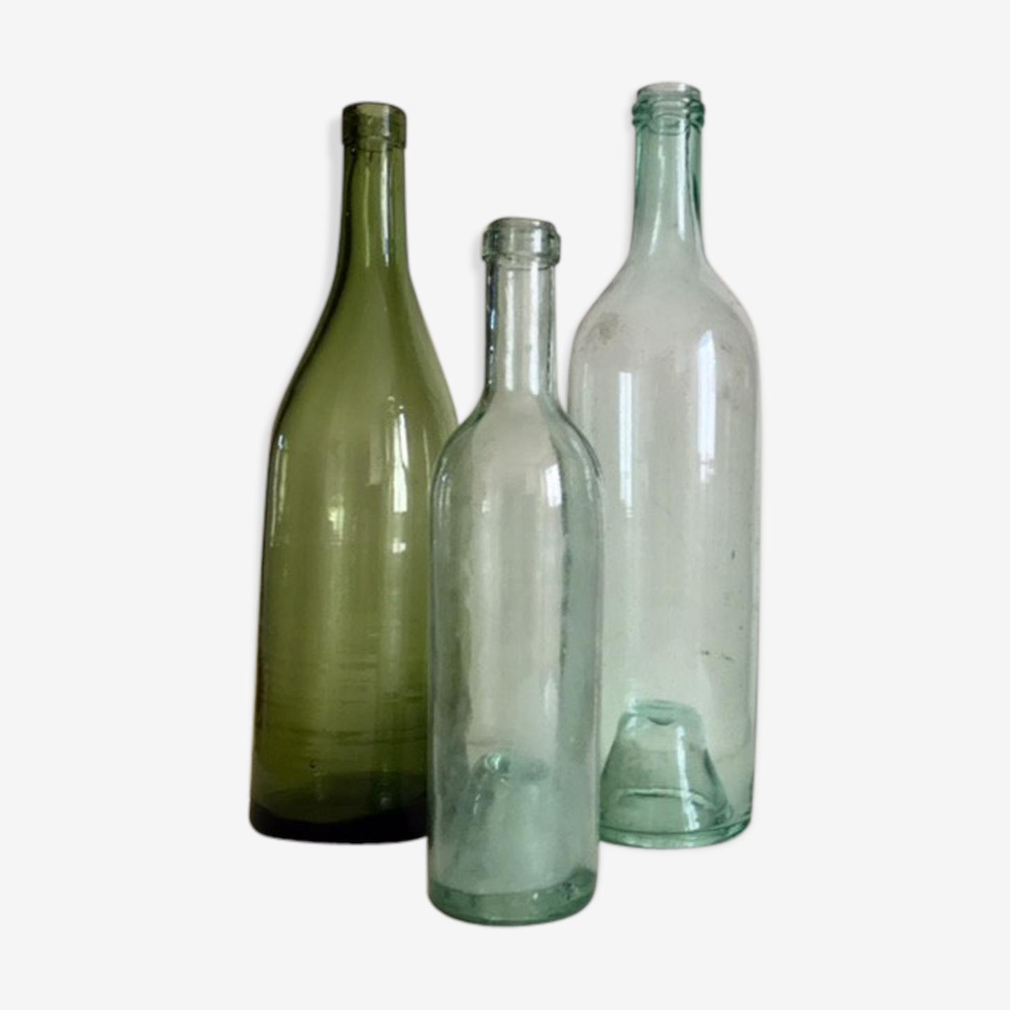 Ensemble de trois bouteilles anciennes
