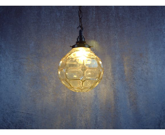 Suspension globe de verre à facettes du milieu du siècle.