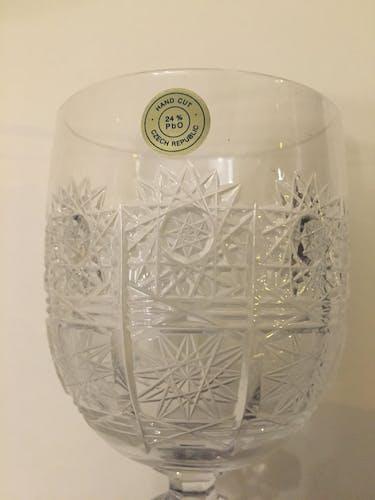 Ensemble de six verres à vin en cristal de bohême