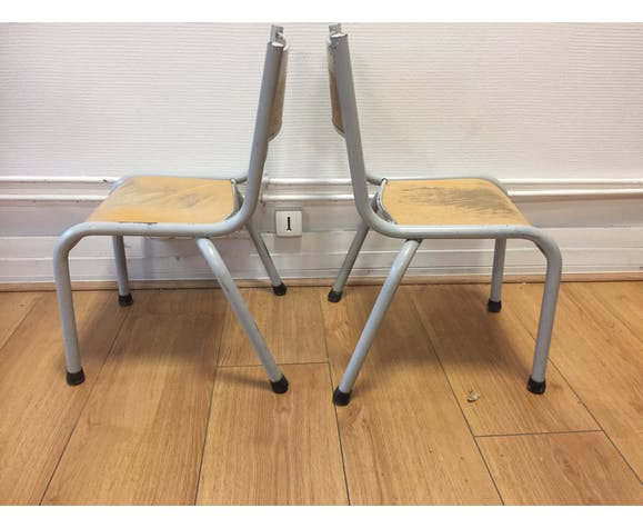 Lot de deux chaises de maternelle