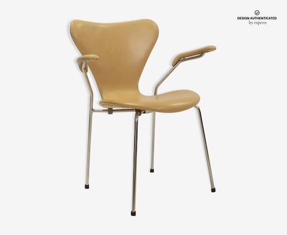 3207 leather armchair by Arne Jacobsen for Fritz Hansen
