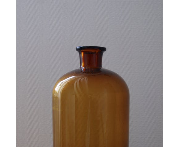 Pharmacy bottle amber