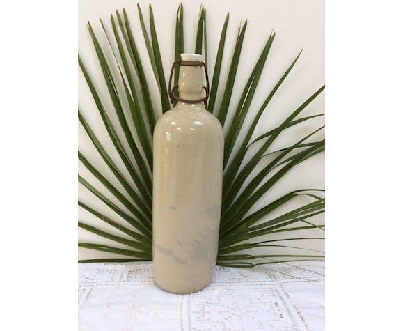 Ivory bottle in glazed sandstone