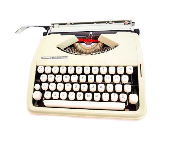 Machine à écrire Hermes baby verte sauge qwerty - ruban neuf révisée