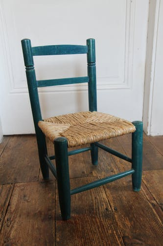 Children's chair in wood and straw