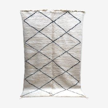 Moroccan berber carpet beni ouarain with black diamonds 299x190cm