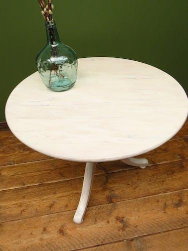 Table ronde d'une cabane de plage