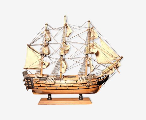 Maquette de bateau en bois la Victoire années 70