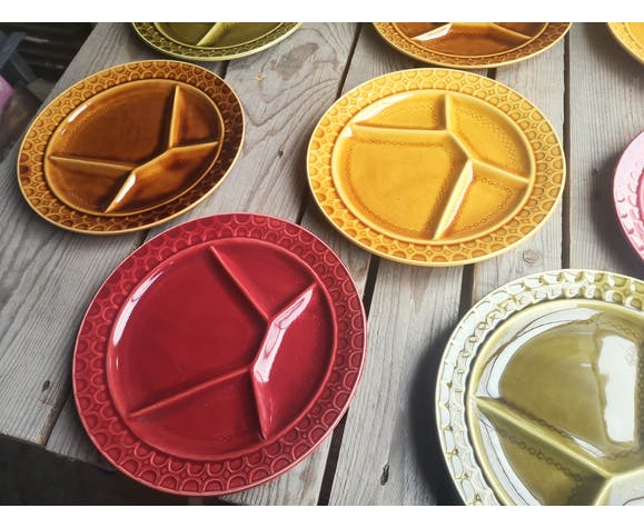 8 assiettes à fondue anciennes en céramique Sarreguemines colorées