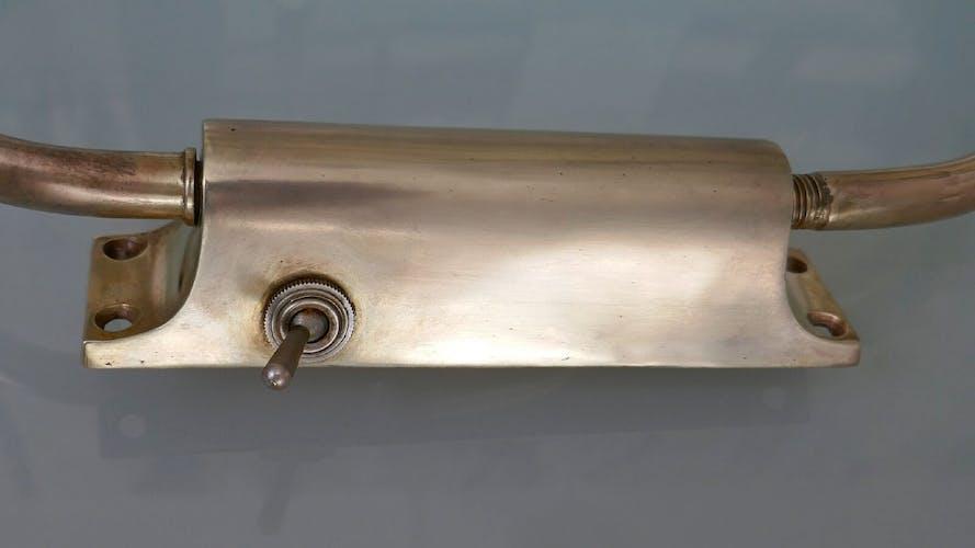 Applique diabolo en laiton 1950
