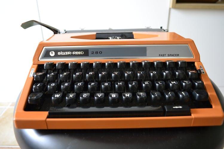 Machine à écrire Silver Reed 280