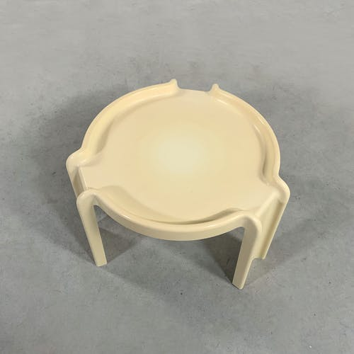 Table d'appoint basse crème par Giotto Stoppino pour Kartell, 1970