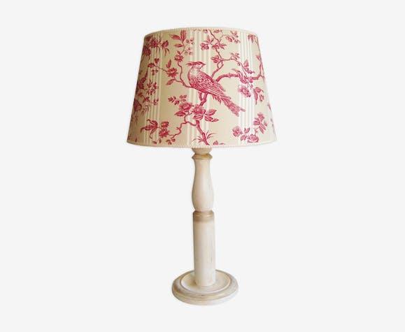 Lampe en bois patiné avec son abat jour en toile de Jouy