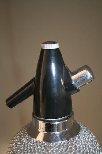 Siphon bouteille à eau de seltz grillagé 70's