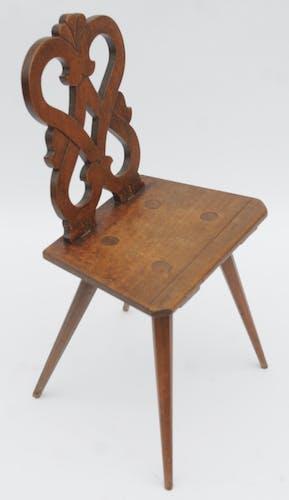 Chaise escabelle