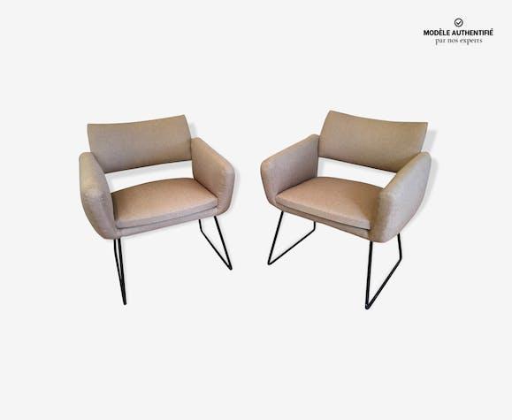 paire de fauteuils joseph andr motte mod le 763 tissu beige design tbfwou0. Black Bedroom Furniture Sets. Home Design Ideas