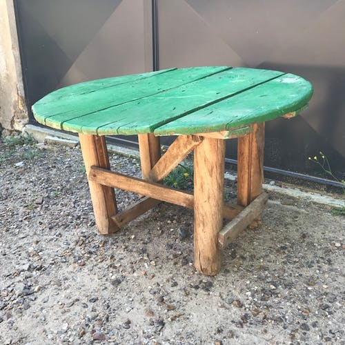 Green round table