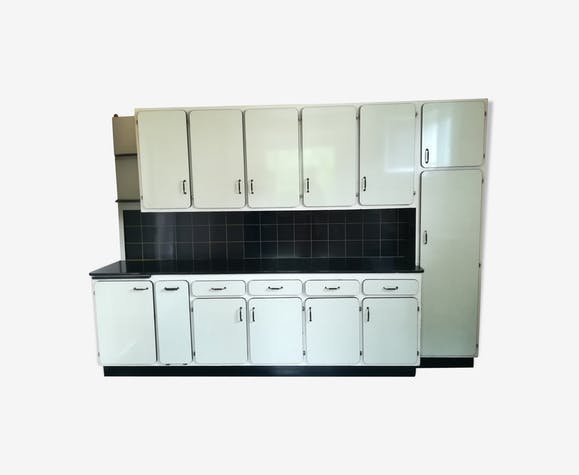 Authentic vintage kitchen furniture in formica