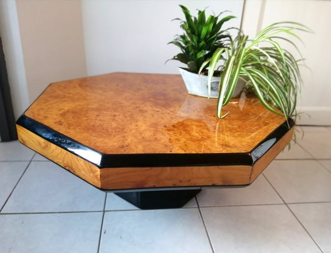 Table basse placage loupe d'orme vernie