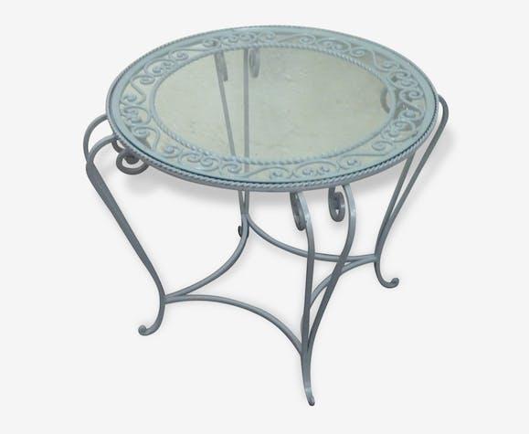Table ronde en fer forg grise et plateau en verre des - Table d appoint fer forge ...