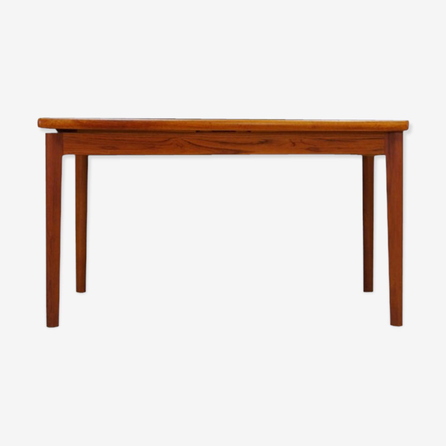 Extending teak table