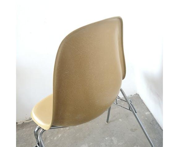 Chaise DSS de par Charles et Ray Eames, édition Vitra