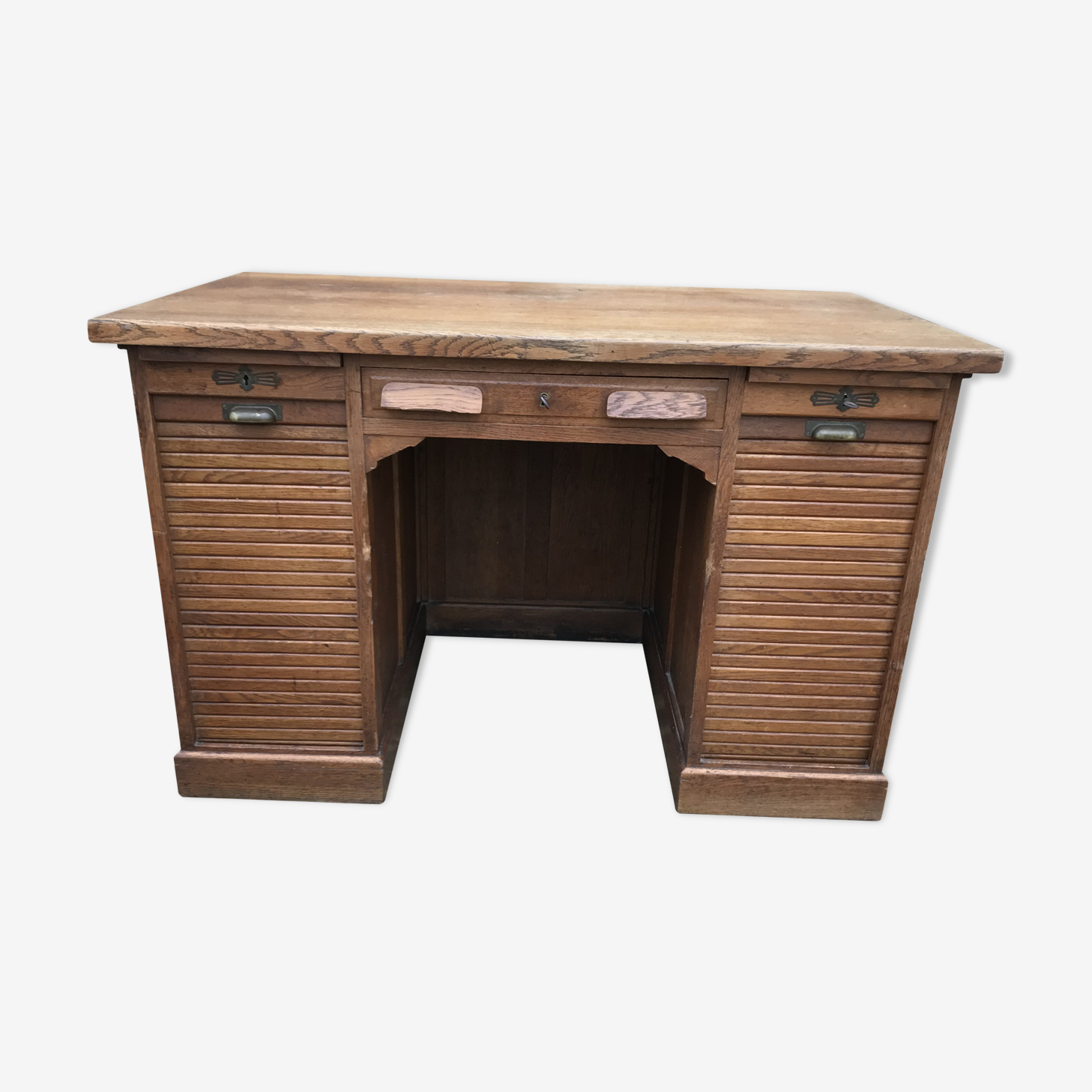 Desk administrative old oak to curtains