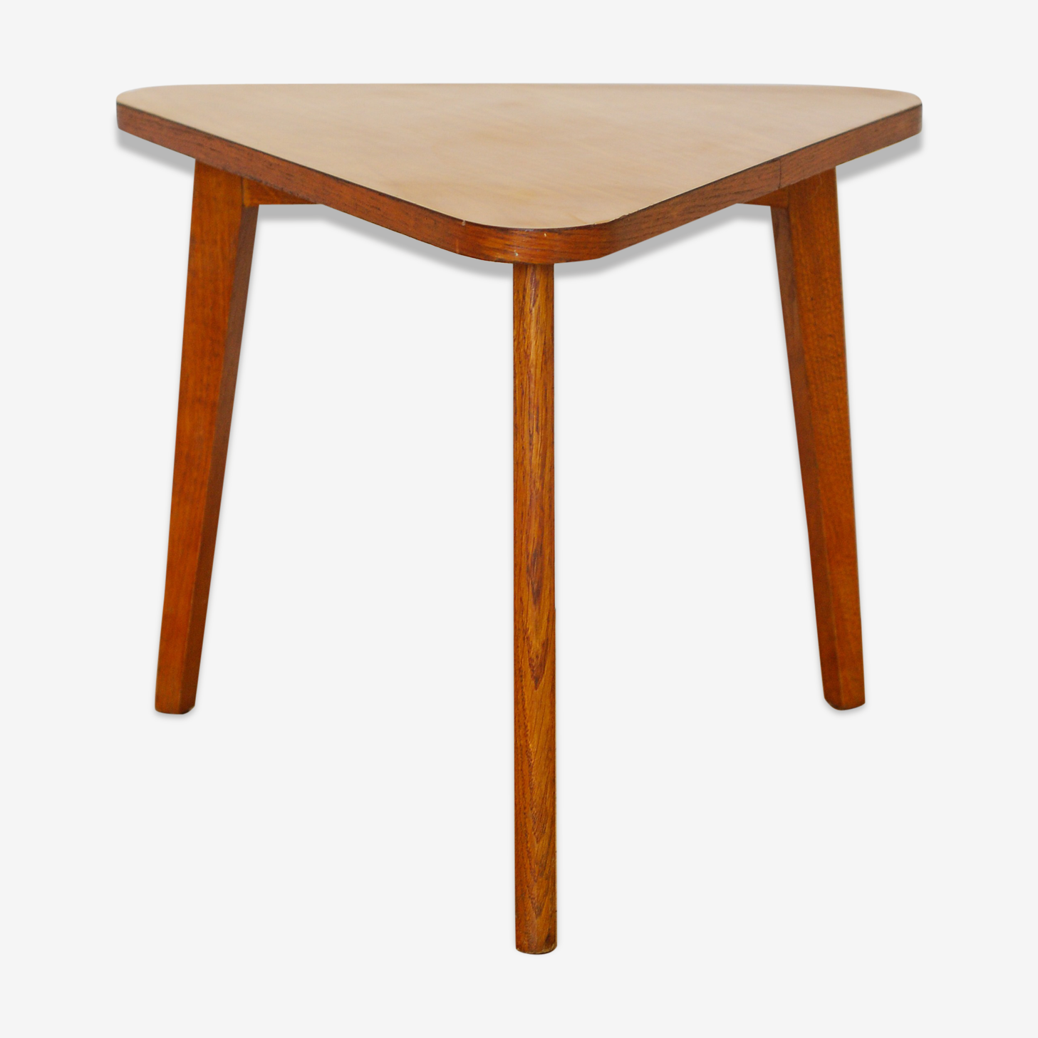 Table basse trinagulaire tripode