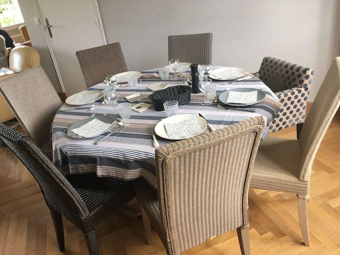 Mahogany round table XlX